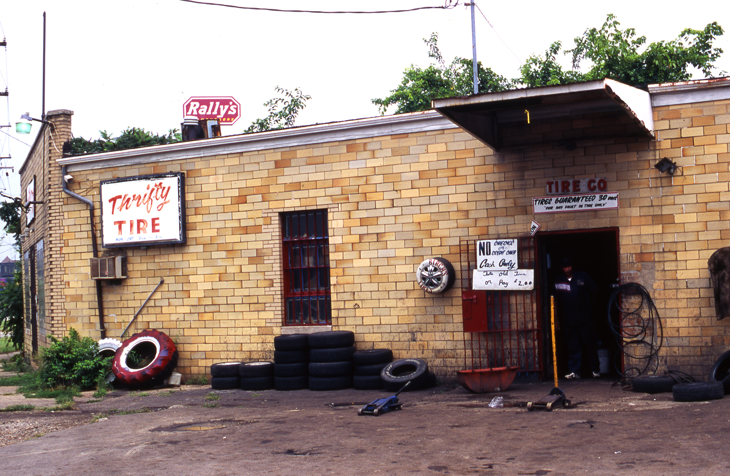 Thrifty Tire Shop Color